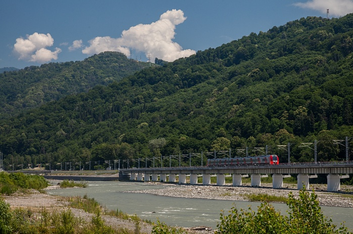 Combined highway and railway from Adler to Alpika-Service resort in Sochi (2013)